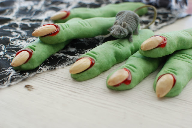 33 1 - Creepy Witch Finger Cookies