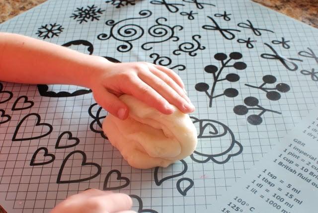 24 3 - Glitter Play Dough