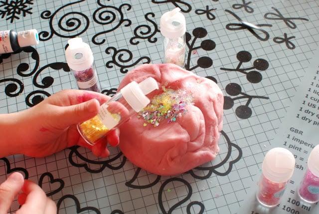 25 3 - Glitter Play Dough