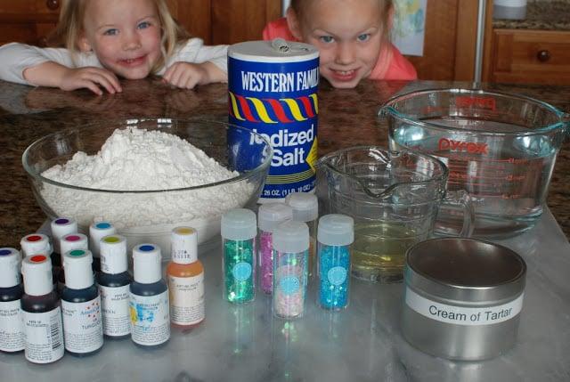 4 4 - Glitter Play Dough