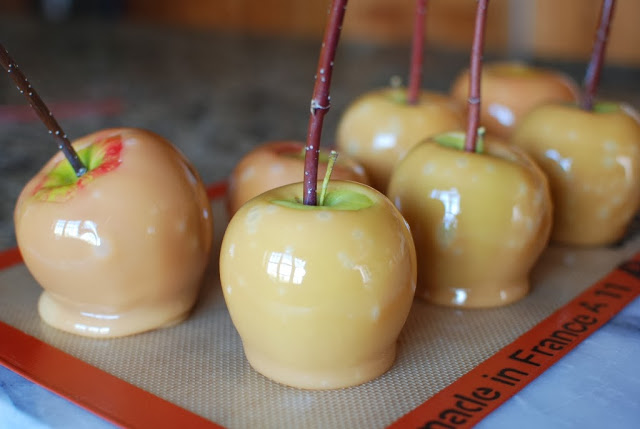 28 3 - Old Fashioned Caramel Apples