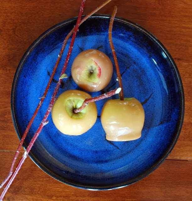 37 3 - Old Fashioned Caramel Apples