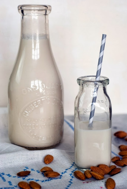18 3 - Quick Homemade Almond Milk