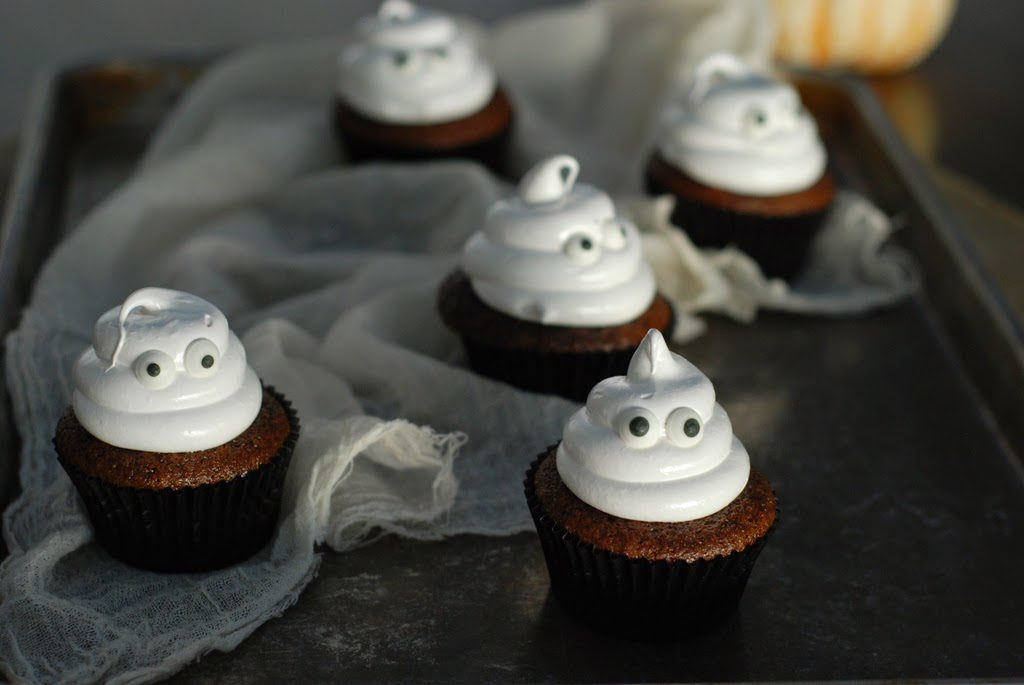Ghostcupcakeswithboiledicing026 1024x685 - Ghostly Cupcakes and a recipe for Boiled Icing