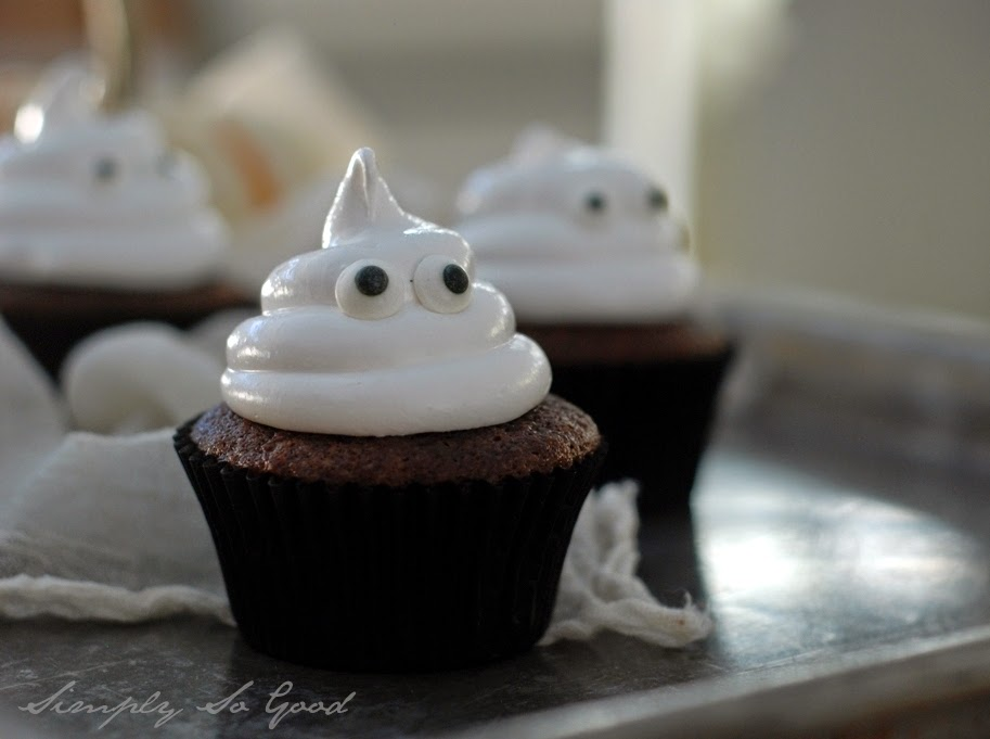 Ghostcupcakeswithboiledicing078 - Ghostly Cupcakes and a recipe for Boiled Icing