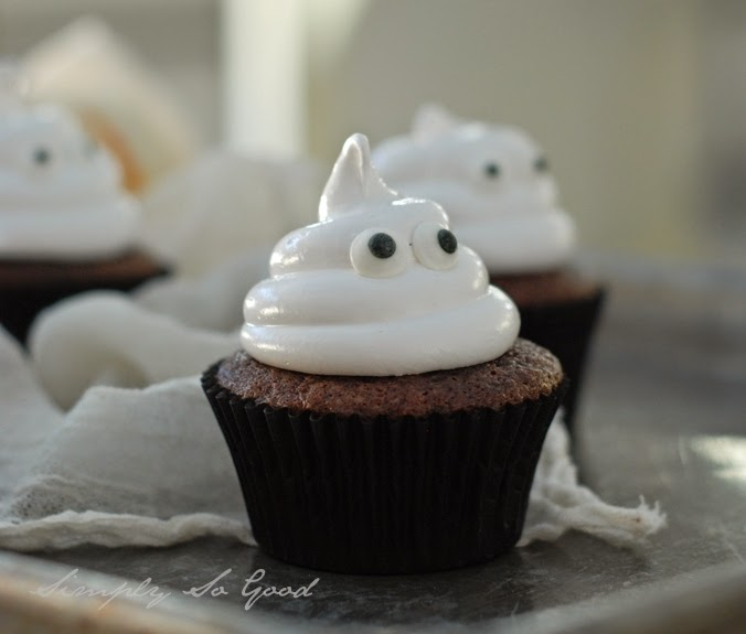 Ghostcupcakeswithboiledicing079 - Ghostly Cupcakes and a recipe for Boiled Icing