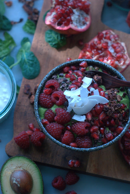 Avocadobowl8 - Avocado Smoothie Bowl with Pomegranate and Cocoa Nibs