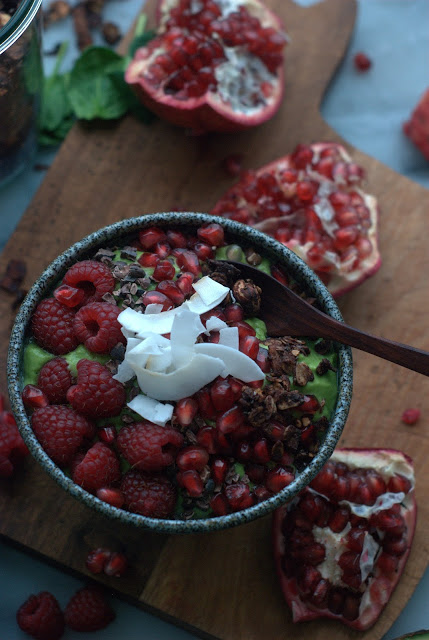 avocadobowl1 - Avocado Smoothie Bowl with Pomegranate and Cocoa Nibs
