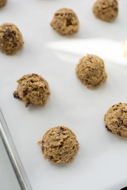 DSC 0079 - Old-Fashioned Oatmeal Raisin Cookies