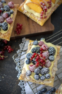 Easy Fresh Berry Puff Pastry Tarts