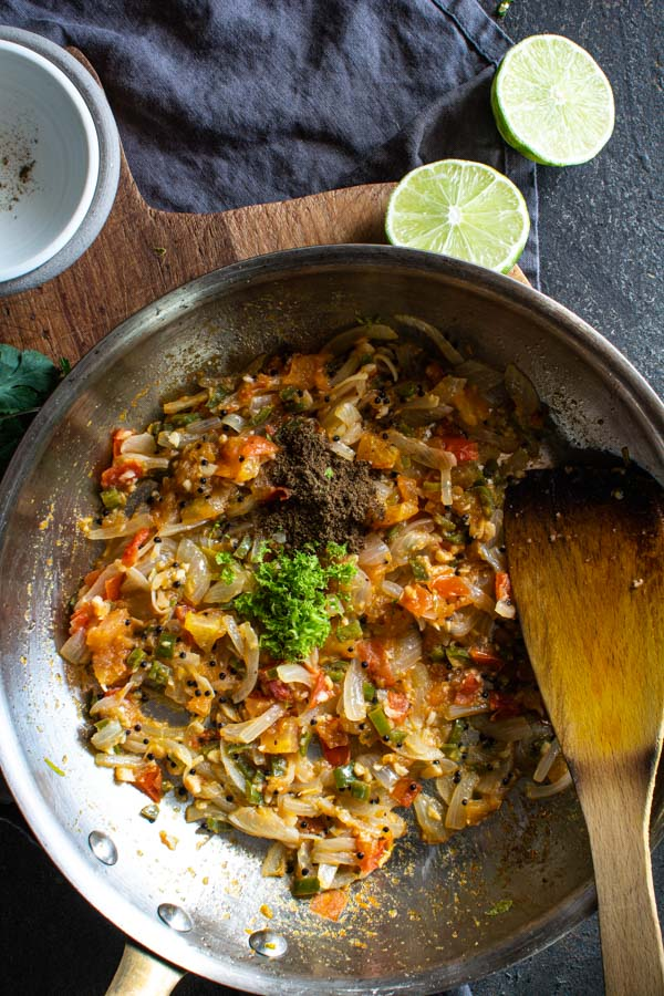 Sauteed tempering oil in skillet